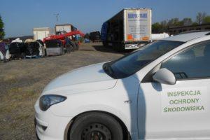 zdjęcie nr 4 Załadunek odpadów z placu składowego, pod nadzorem Inspekcji Ochrony Środowiska, na środek transportu wywożący je do instalacji unieszkodliwienia odpadów