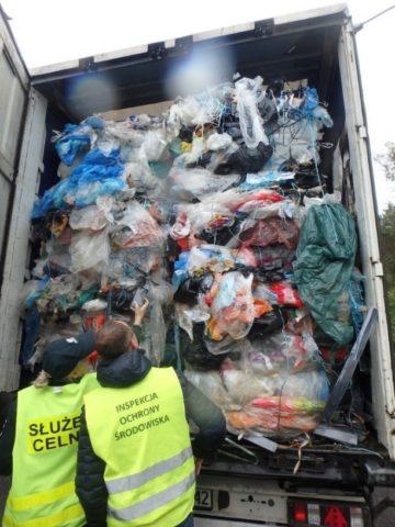 Zdj. nr 2 Mieszanina odpadów z tworzyw sztucznych, opakowań z tektury i papieru, szkła i drewna