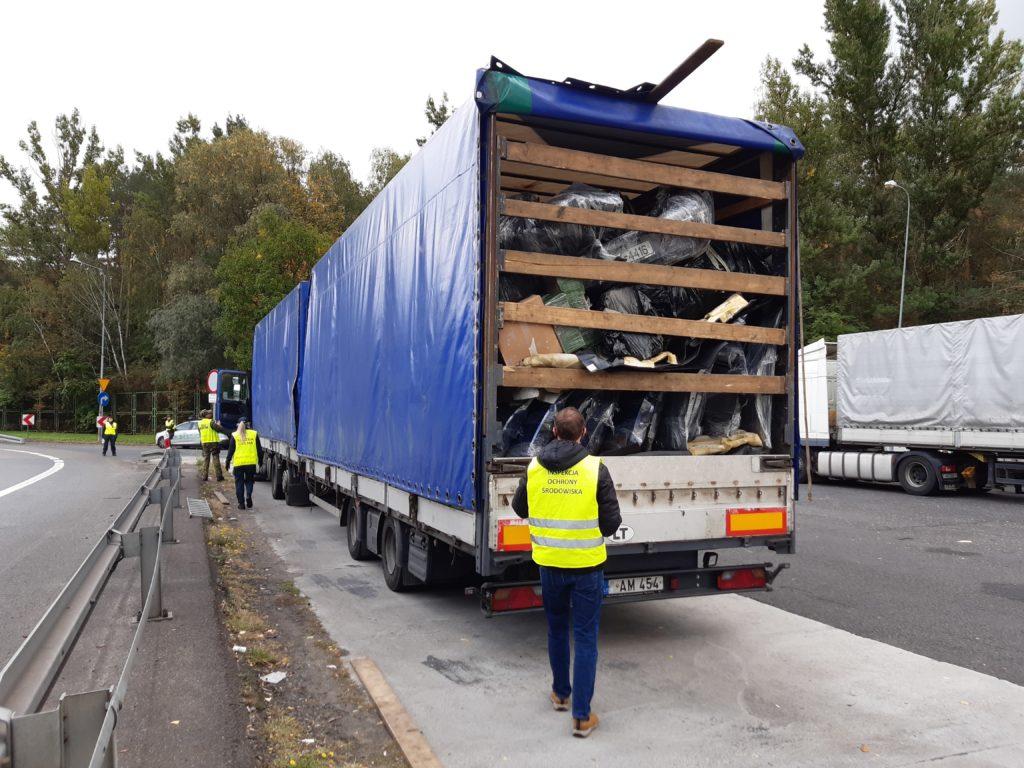 Zdj. nr 1 Zatrzymany pojazd z odpadami